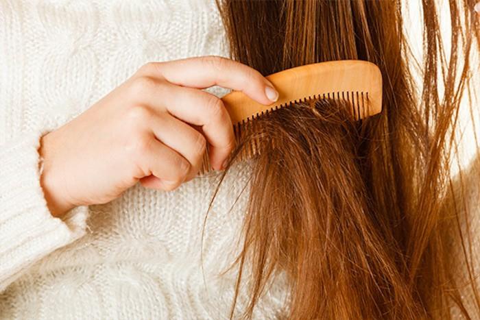 supprimer les fourches sans couper les cheveux
