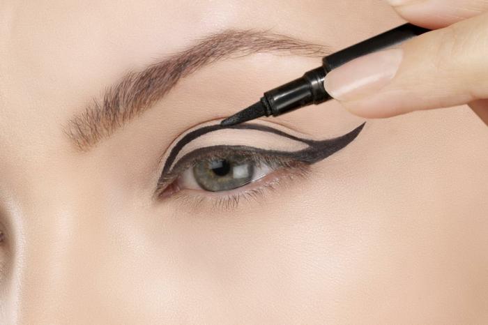 trait eye liner appliquer facilement
