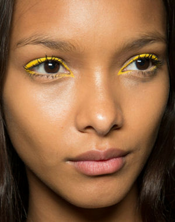 trait eye liner jaune
