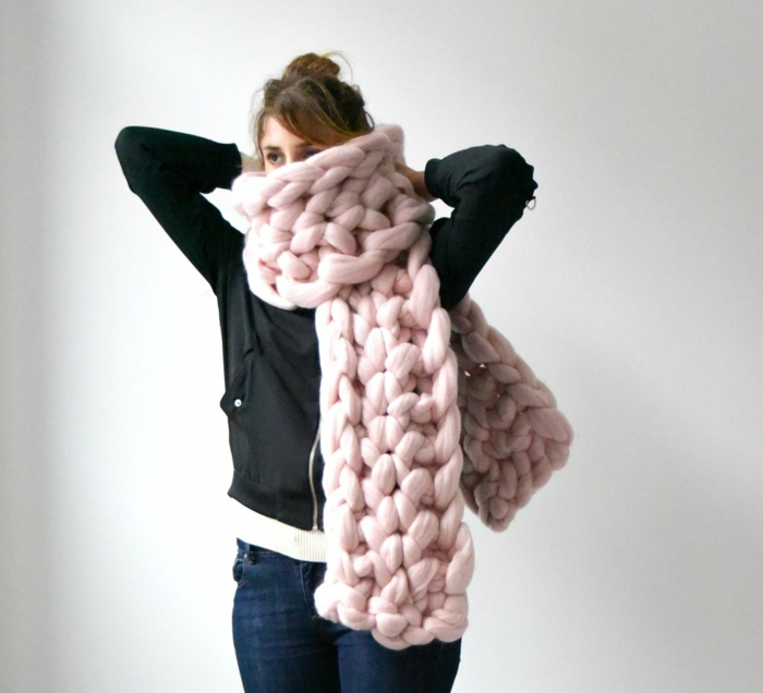 écharpe moderne en rose arm knitting