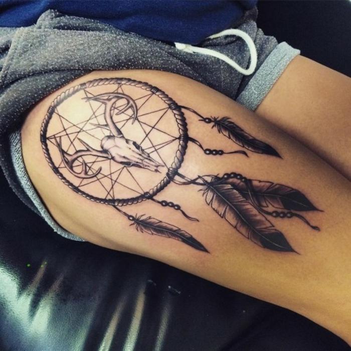 attrape-rêve tatouage sur hanche