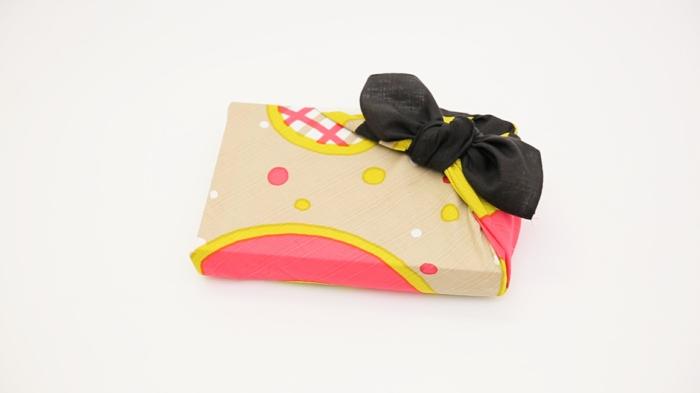 belle écharpe pour emballer un cadeau