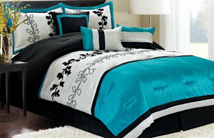 bleu canard couverture de lit et coussins chambre