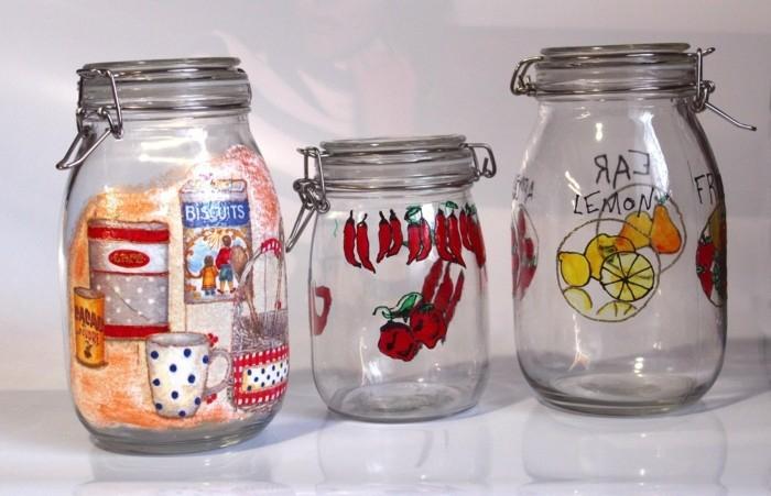 bocaux en verre avec décorations