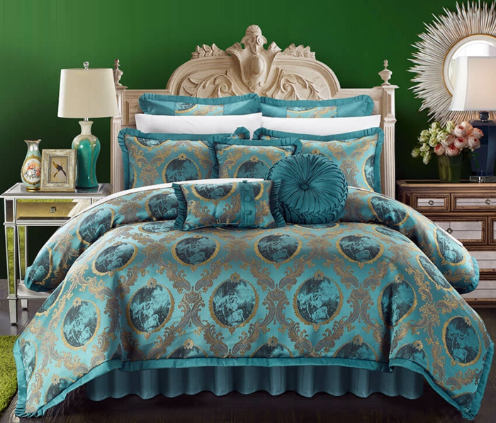 chambre à coucher couverture de lit et coussins bleu canard