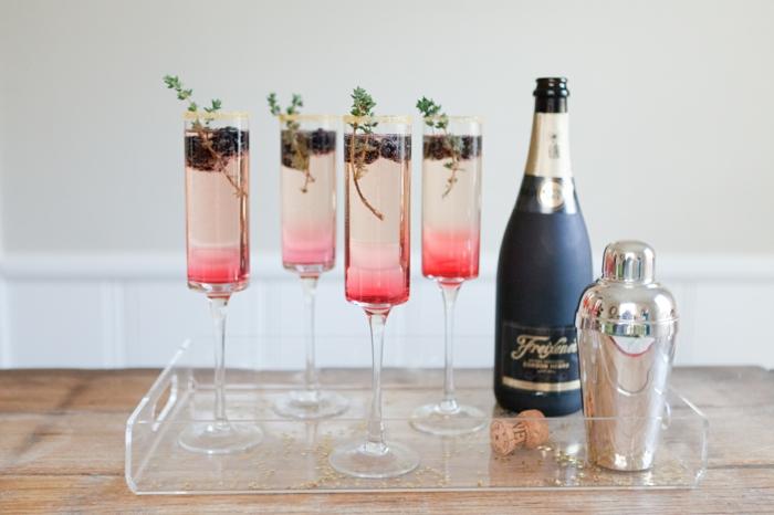 cocktail de champagne à la mûre