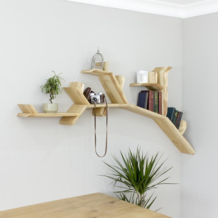 déco maison avec meuble bibliothèque arbre