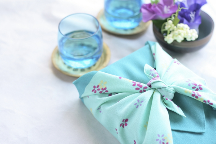 emballer un cadeau furoshiki