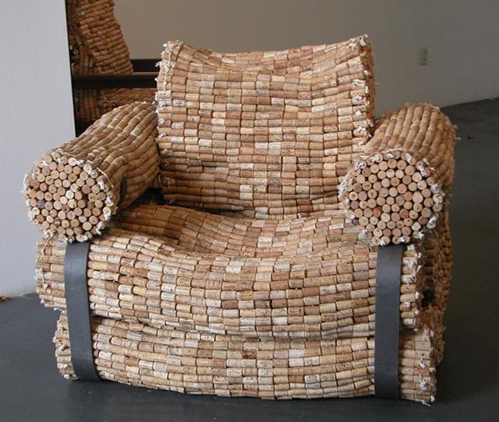 fauteuil fabriqué de bouchons de liège