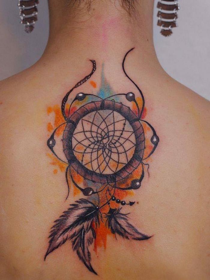 femme tatouage idée attrape-rêve design