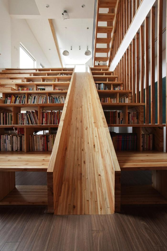 livres sous l'escalier meuble bibliothèque