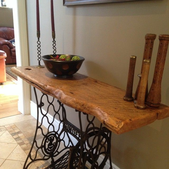 table avec pied machine a coudre petite table pied machine coudre garde corps machine coudre. Black Bedroom Furniture Sets. Home Design Ideas