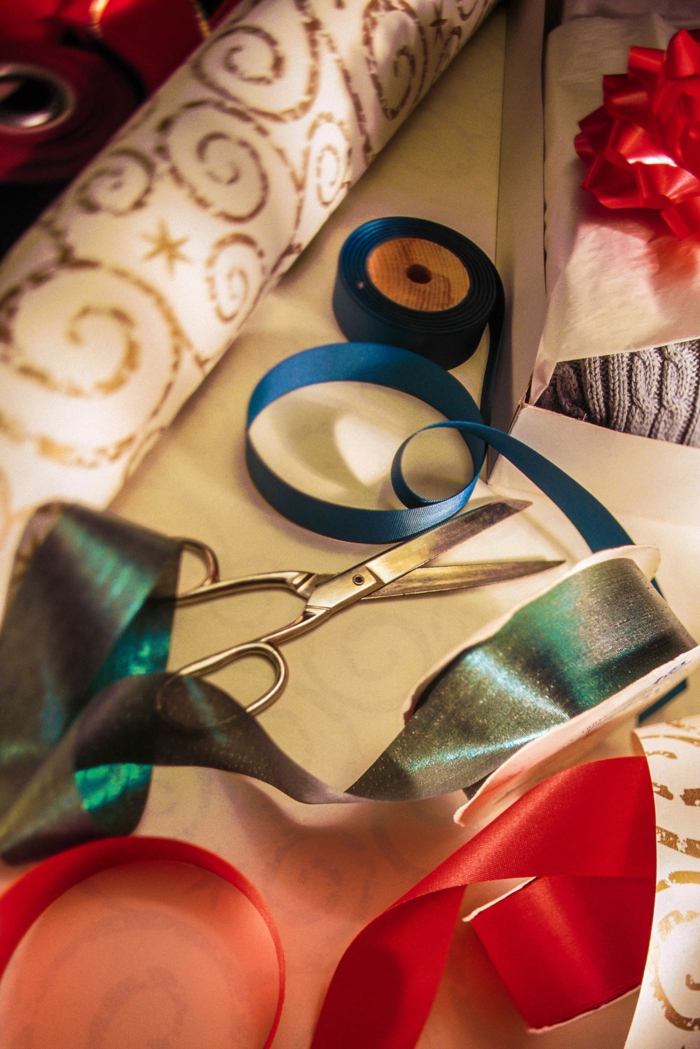matériaux emballer un cadeau