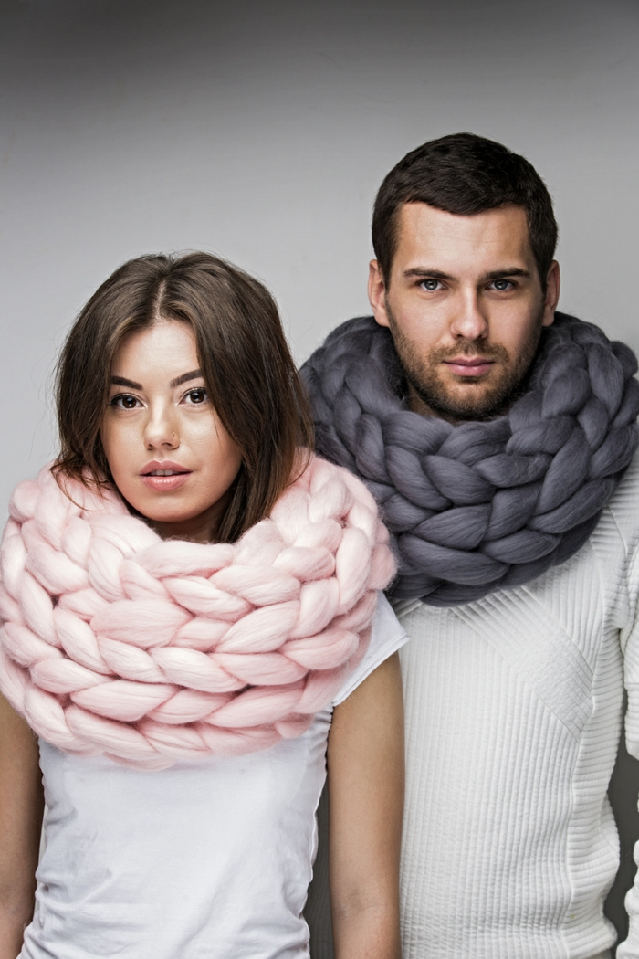 mode femme et homme arm knitting