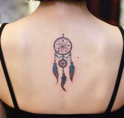 Tatouage attrape r ve 100 designs myst rieux et leurs significations - Signification tatouage soleil ...