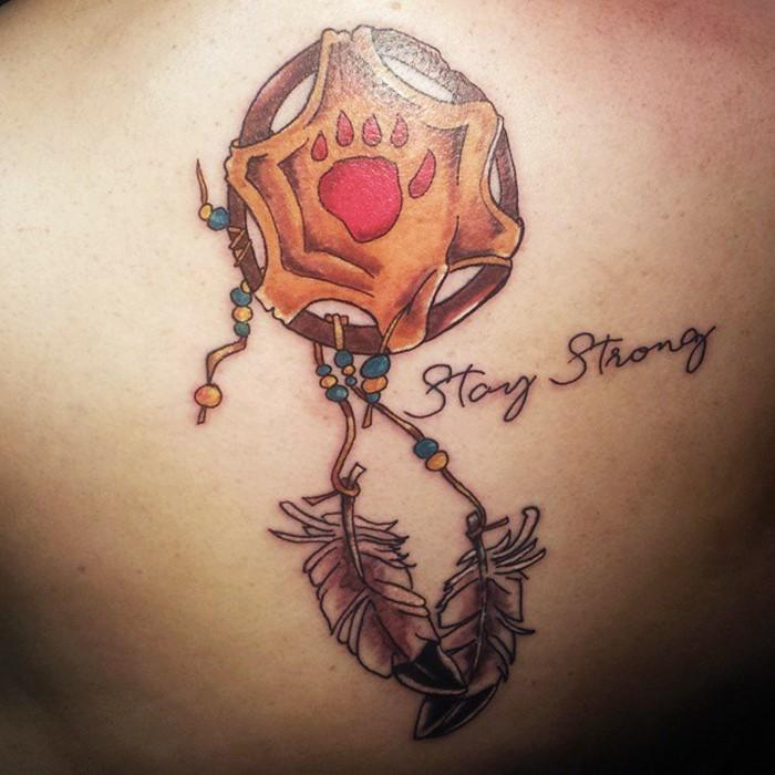 tatouage attrape-rêve coloré design unique