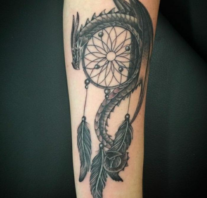 tatouage attrape-rêve dragon