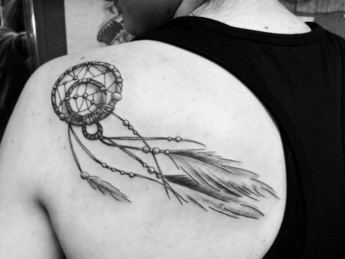 tatouage attrape-rêve géométrique