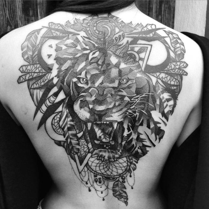 tatouage attrape-rêve idée créative dos