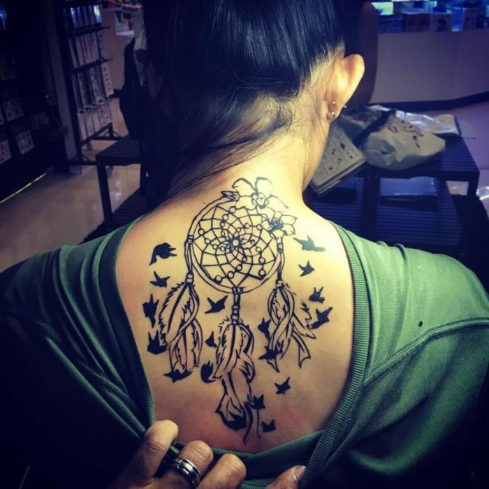 tatouage attrape-rêve oiseaux tatouage