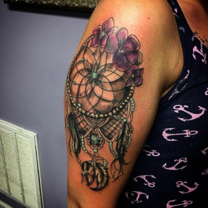 tatouage attrape-rêve trois couleurs