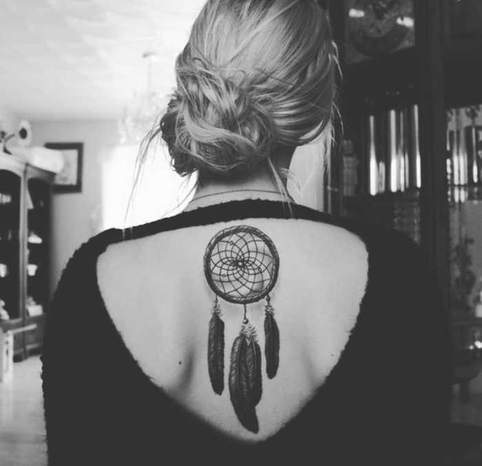 tatouage esthétique femme attrape-rêve