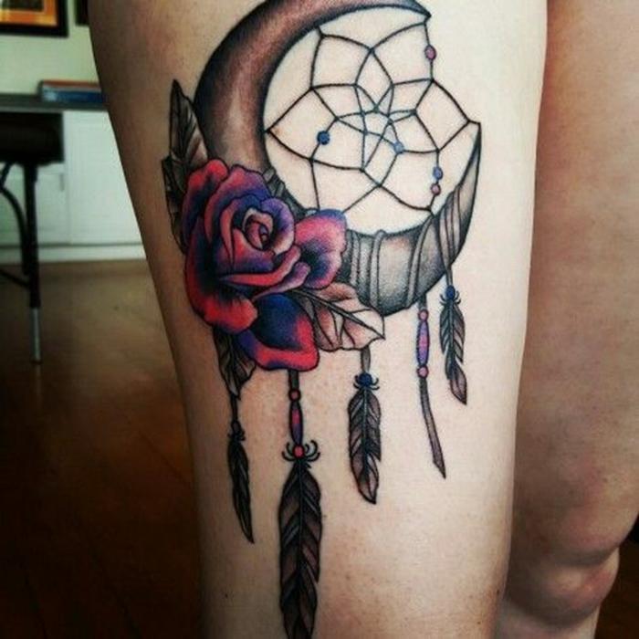 tatouage hanche femme attrape-rêve