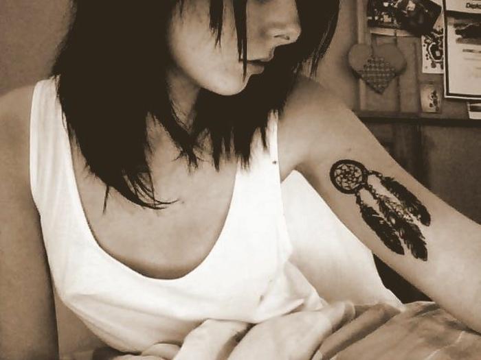 tatouage petite taille femme attrape-rêve