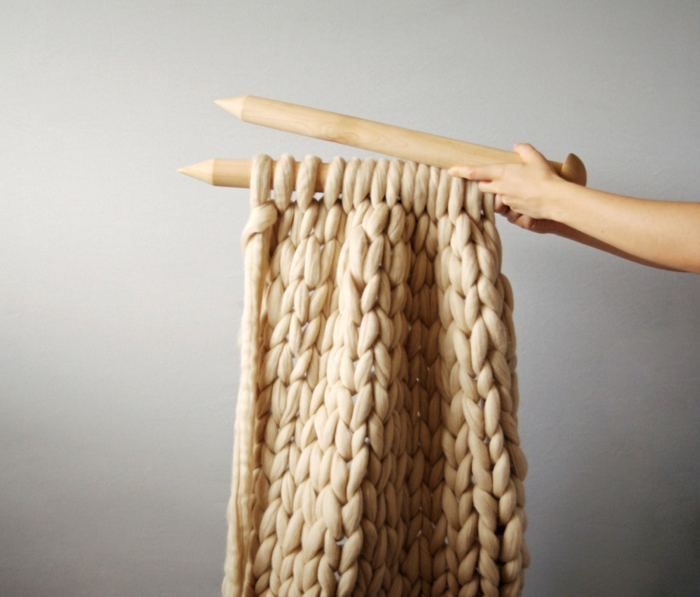 tricoter avec aiguilles arm knitting