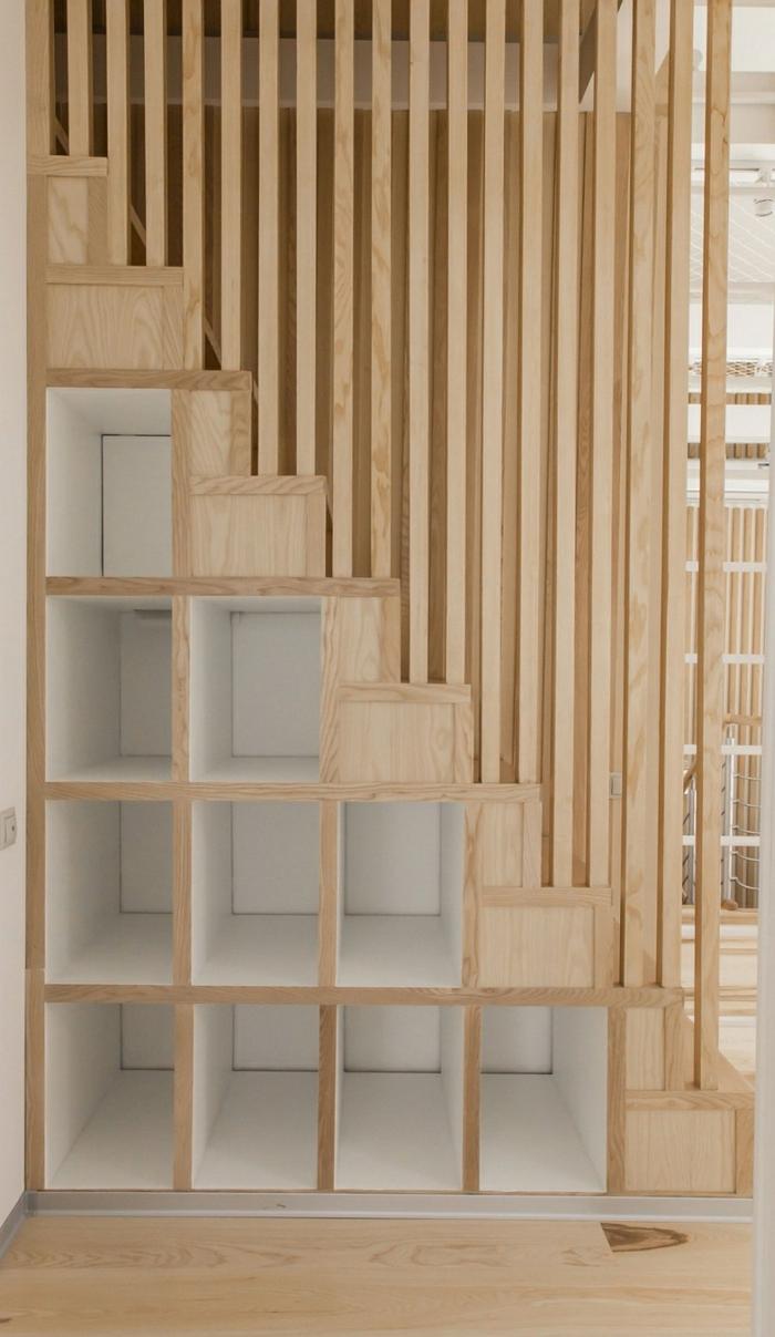 under stairs -meuble bibliothèque sous un escalier
