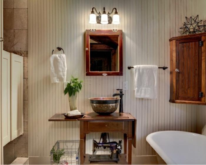 utiliser machine à coudre comme déco salle de bains