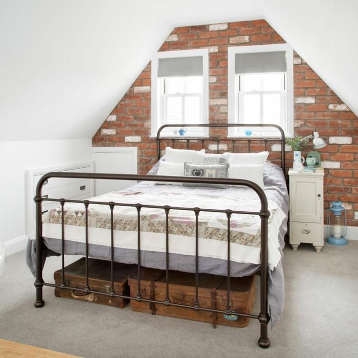 aménagement de combles chambre idée murs de briques brutes