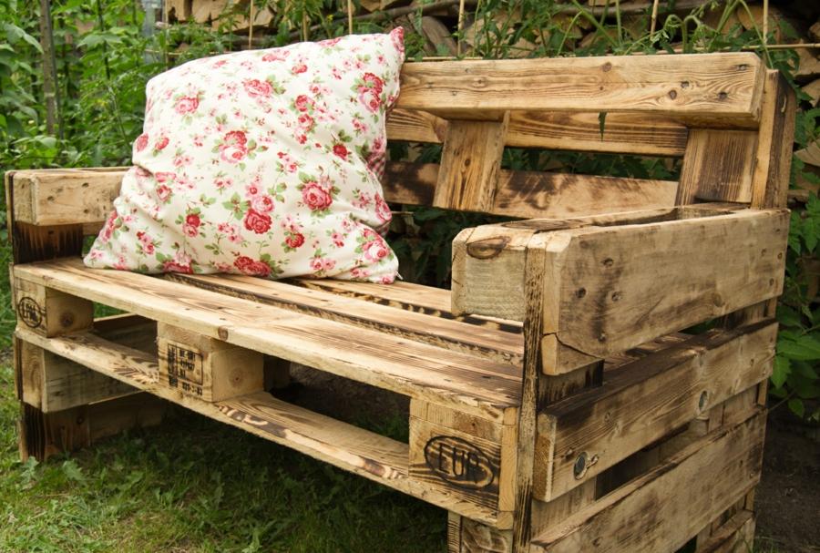 banc palette inspirations originales pour fabriquer un meuble confortable. Black Bedroom Furniture Sets. Home Design Ideas