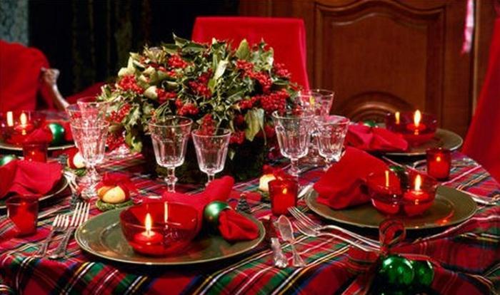 décoration de table de noël accents rouge et vert