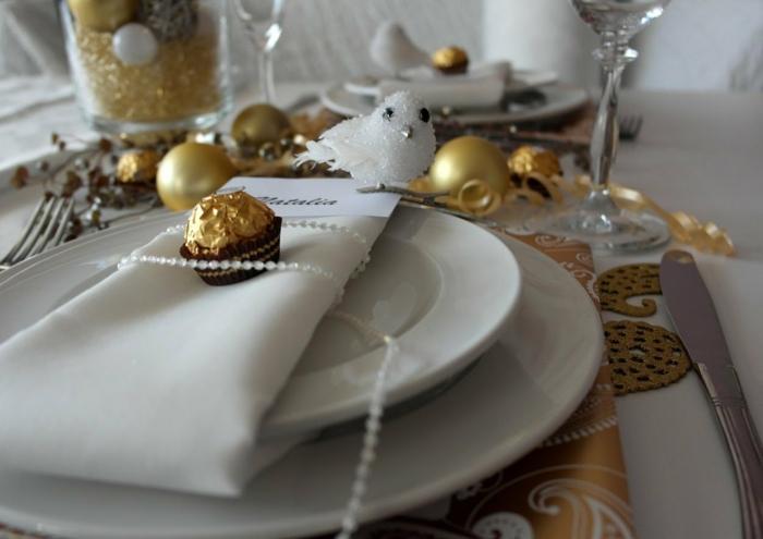 décoration de table de noël avec des bonbons