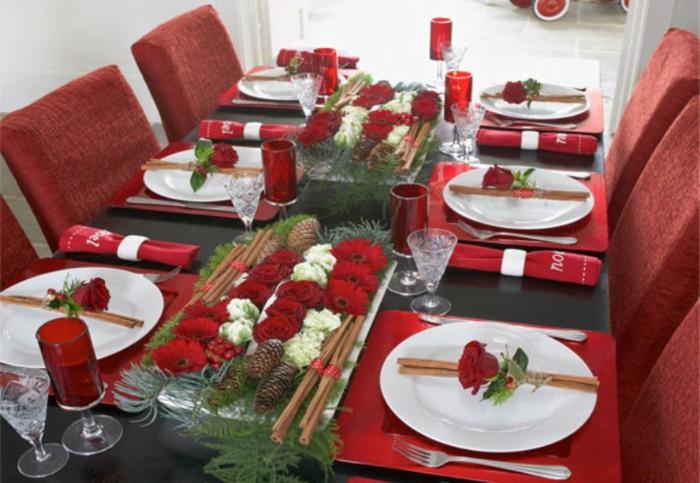 décoration de table de noël avec des fleurs