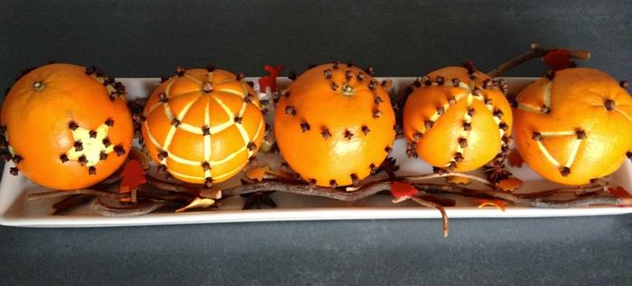 décoration de table de noël avec des oranges