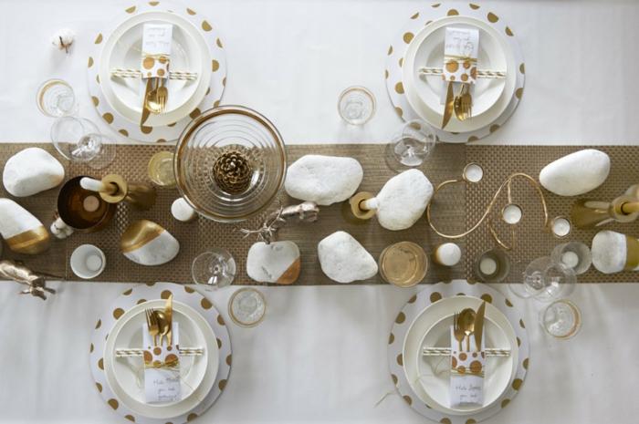 décoration de table de noël avec des pierres naturelles