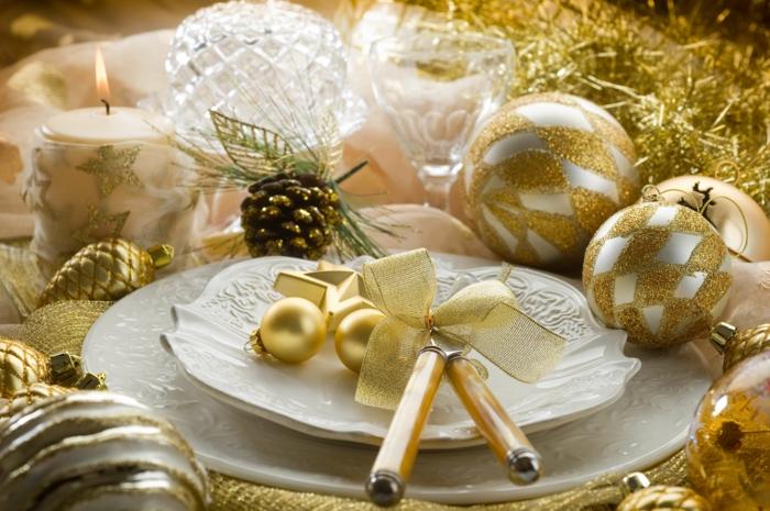 décoration de table de noël comment décorer la table en or