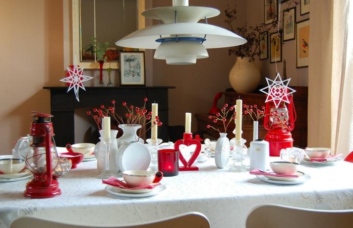 décoration de table de noël couleur rouge lanternes