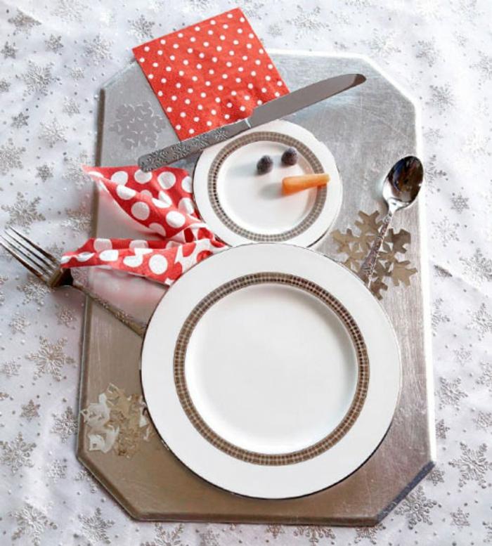 décoration de table de noël décorer les assiettes
