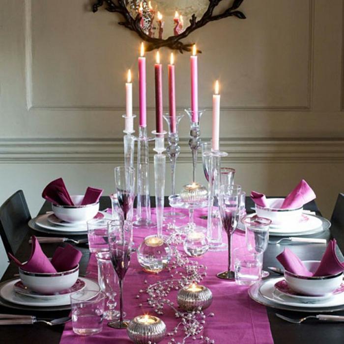 décoration de table de noël en couleur rose
