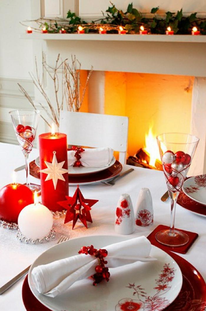 décoration de table de noël en rouge et blanc