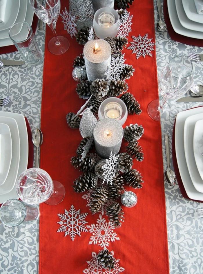 décoration de table de noël pommes de pin et bougies