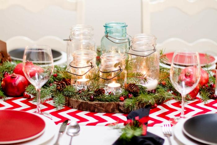 décoration de table de noël avec des bocaux en verre