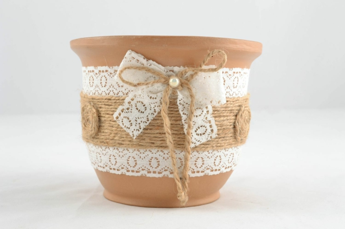 dentelle idée déco pour les pots de fleurs