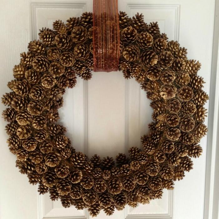 diy décoration de Noël avec pommes de pin