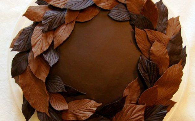 gâteau feuille d'automne à la meringue et à la mousse au chocolat
