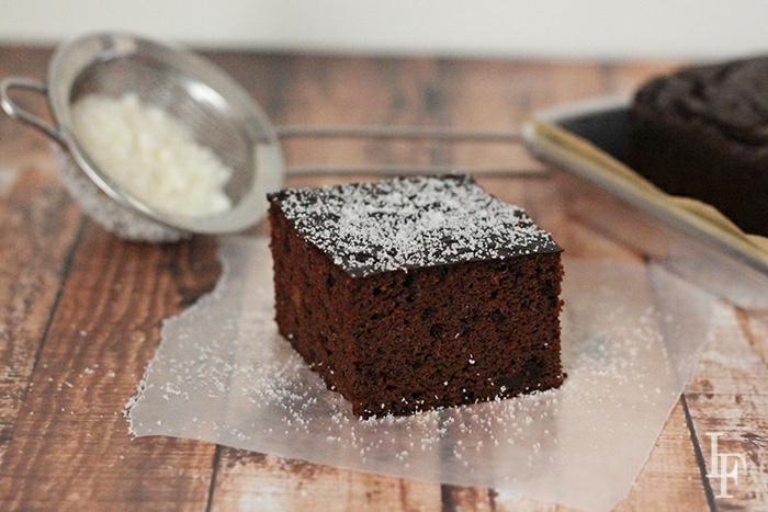 gâteau au lait d'amande noir de chocolat