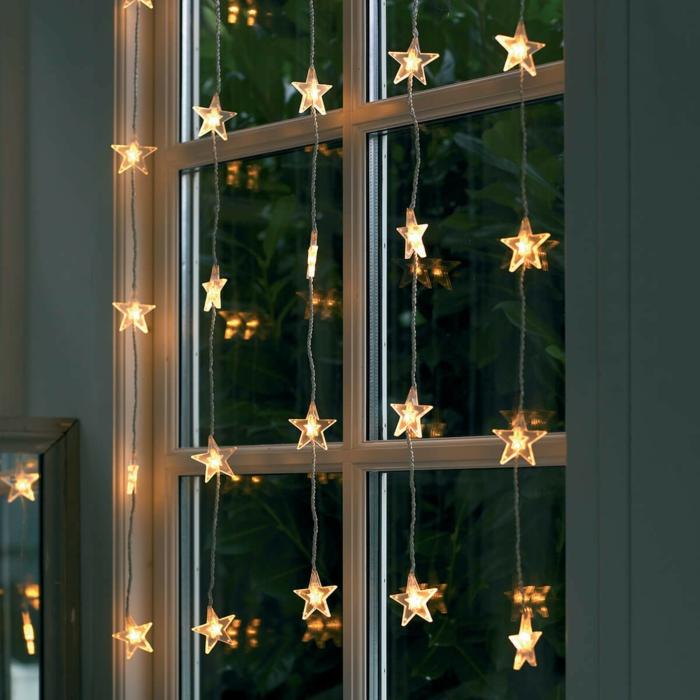 guirlades lumineuses fenêtres décoration de Noël